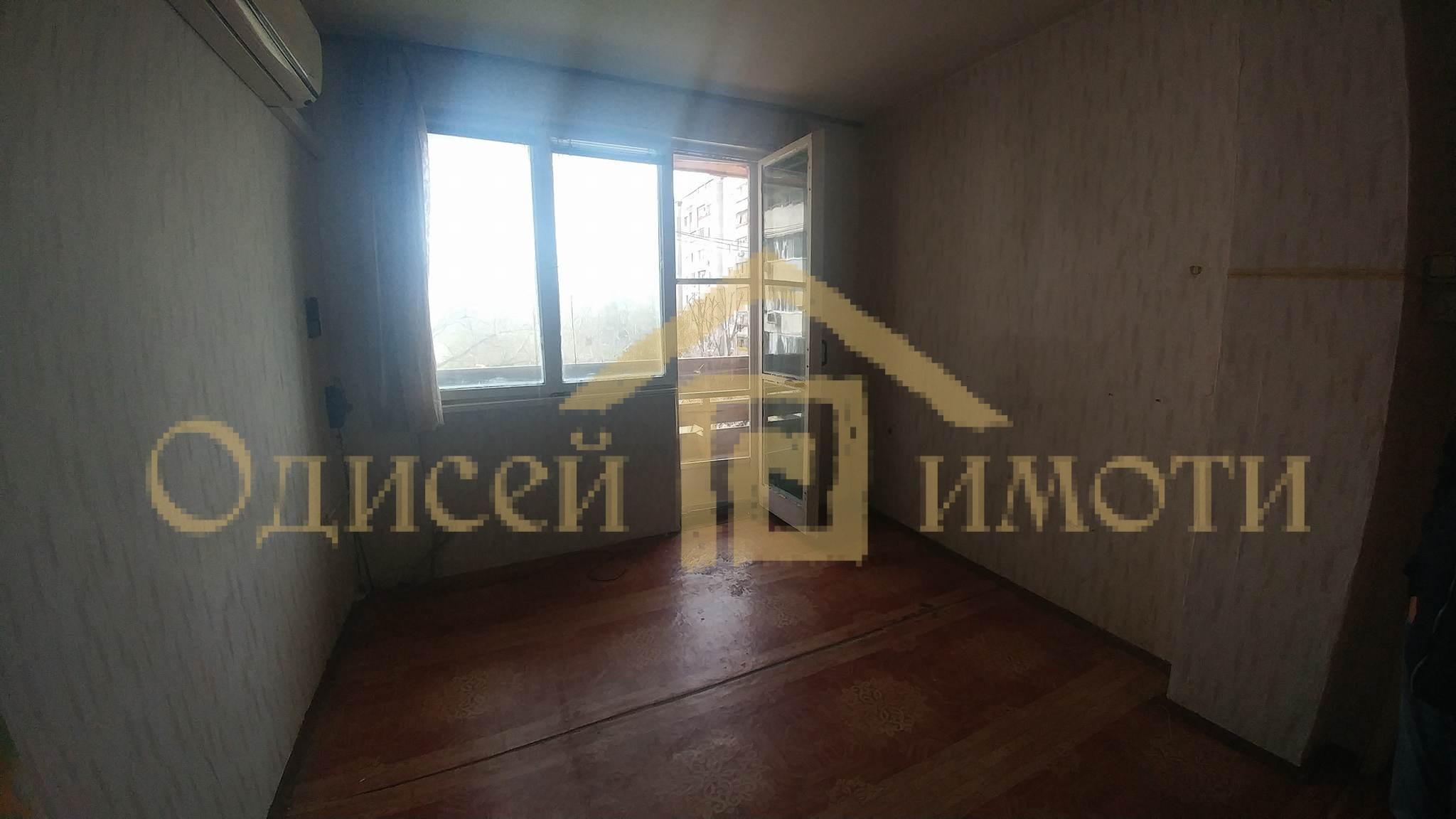 Тристаен апартамент до Мол Варна